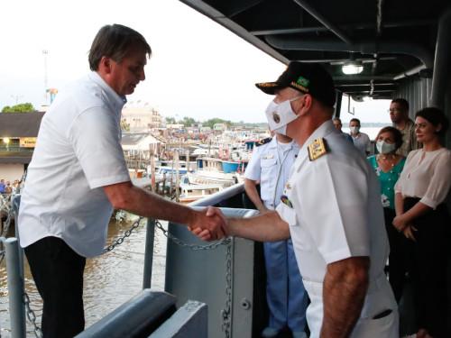 """Navio-Auxiliar """"Pará"""" recebe a visita do Presidente da República, em Breves (PA)"""