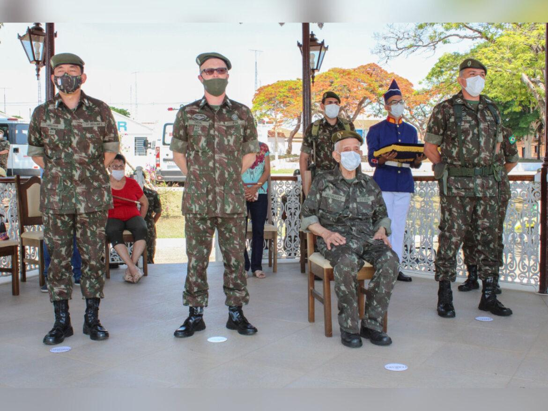 Ex-combatente celebra 100 anos com homenagem do Exército