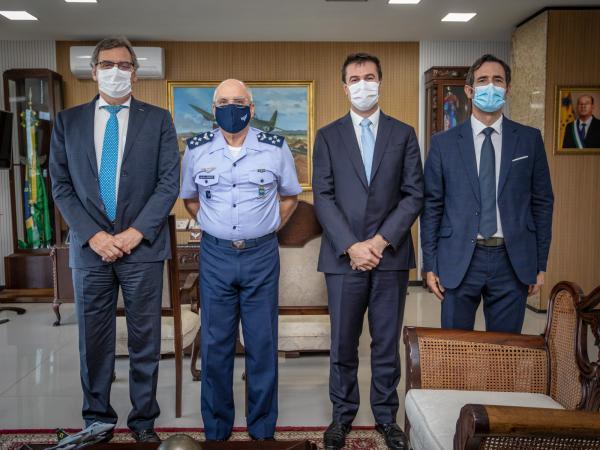 Comandante da Aeronáutica recebe visita do Presidente da Helibras