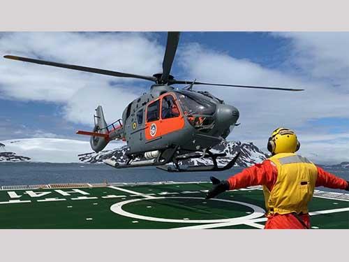 Aeronaves UH-17 do 1º Esquadrão de Helicópteros de Emprego Geral realizam primeiro voo na Antártica