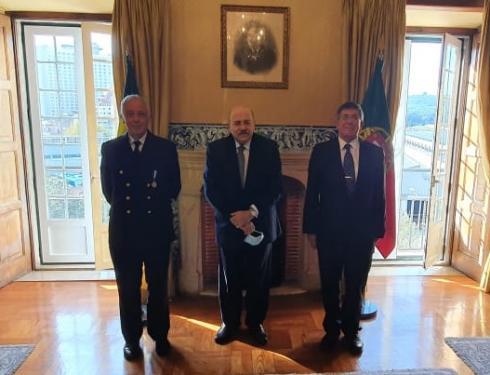 """Chefe do Estado-Maior-General das Forças Armadas Portuguesas recebe a Medalha """"Amigo da Marinha"""""""