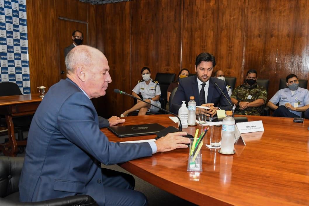 Defesa recebe visita do Ministro das Comunicações