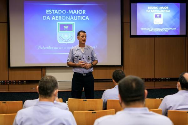 EMAER realiza Seminário de Empresas Aeroespaciais para futuros Adidos