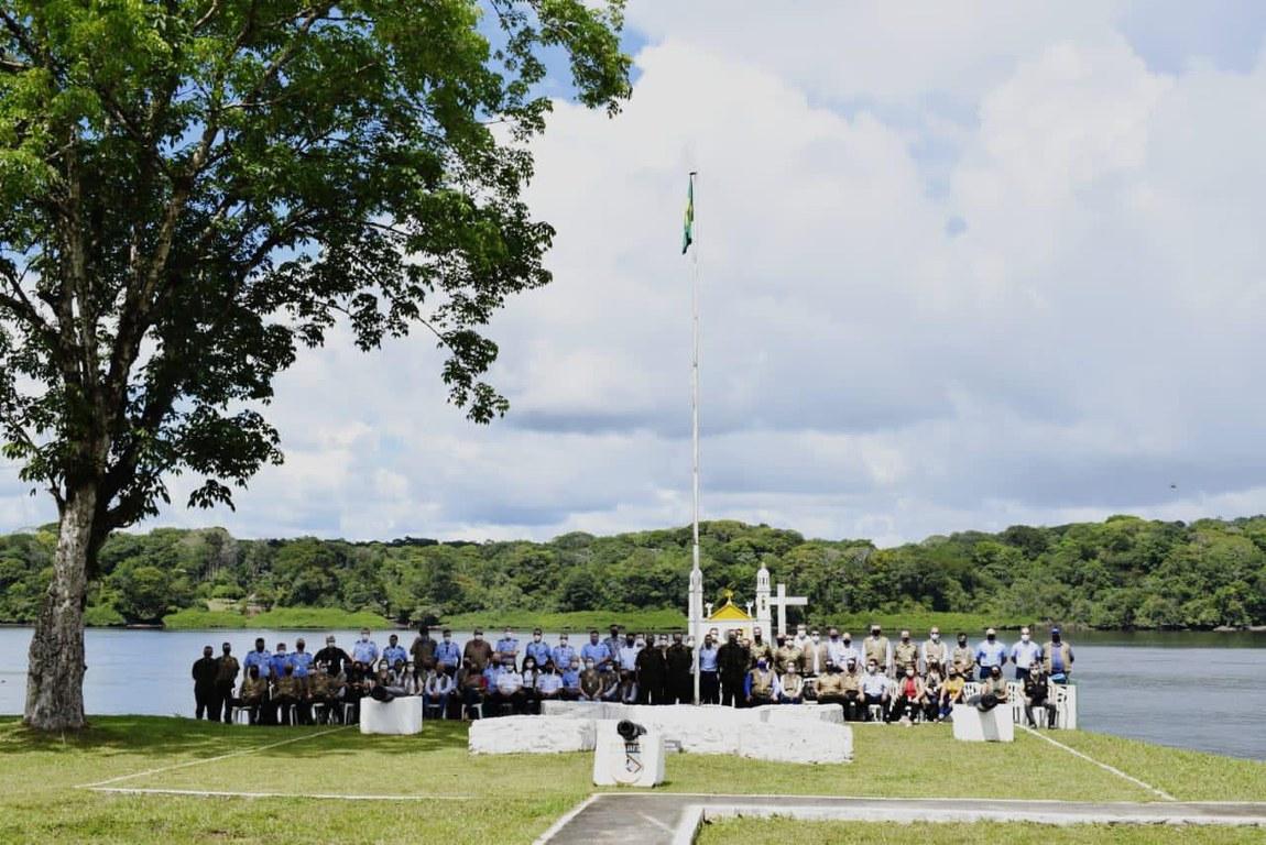 Estagiários do Curso de Altos Estudos em Defesa visitam Companhia Especial de Fronteira no Amapá