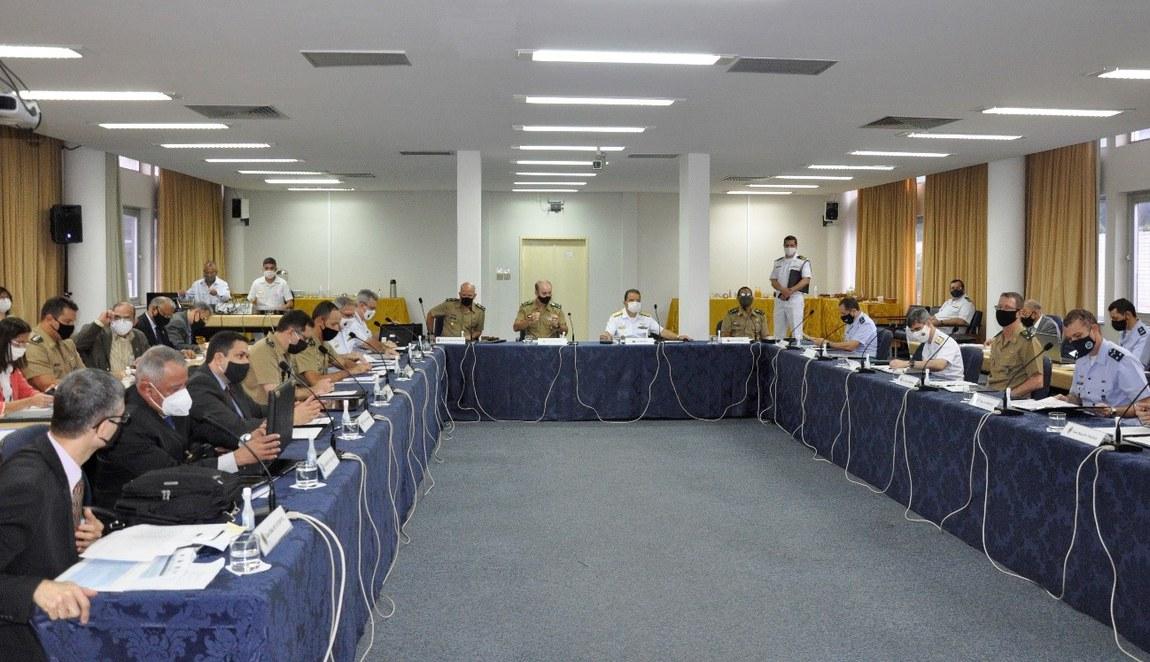 Gestores se reúnem para debater ensino nas Forças Armadas e na ESG