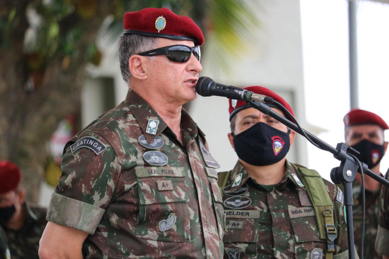 Primeira visita oficial do Comandante do Exército Brasileiro à Brigada de Infantaria Pára-quedista