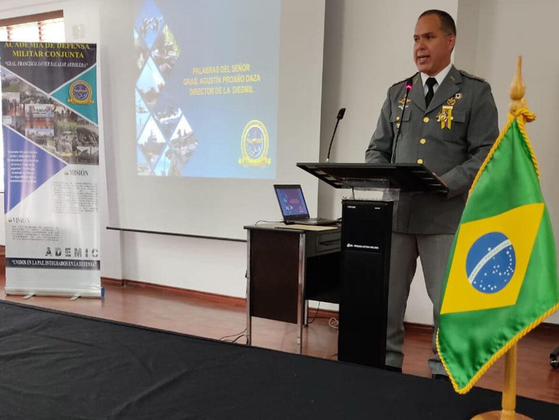 Conclusão do Curso de Comando e Estado-Maior Conjunto nas Forças Armadas do Equador
