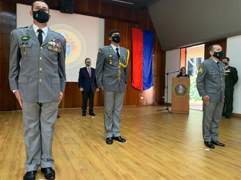 Transmissão da função de Auxiliar do Adido de Defesa e do Exército em Lima