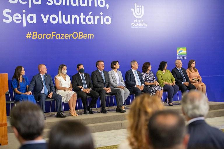 Michelle Bolsonaro recebe doações do Ministério da Defesa para a Campanha Natal Voluntário