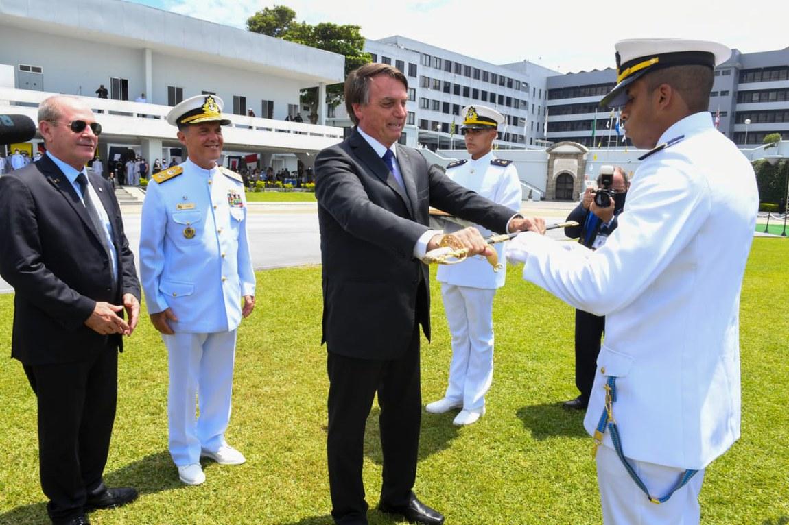 Ministro prestigia formatura de Guardas-Marinha, na Escola Naval