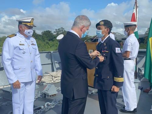 """Navio-Patrulha """"Macau"""" sedia cerimônia de imposição da Medalha Mérito Tamandaré na Operação """"Caribex 2020"""""""