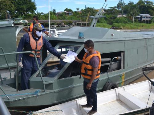 Em ação conjunta, Marinhas do Brasil e da Colômbia recuperam embarcação extraviada