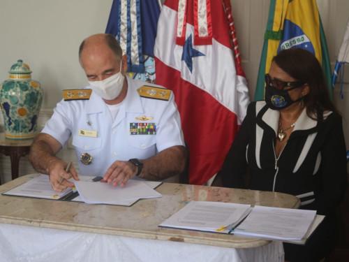 Marinha e Funasa assinam TED para aquisição de navio de assistência hospitalar e equipamentos médicos