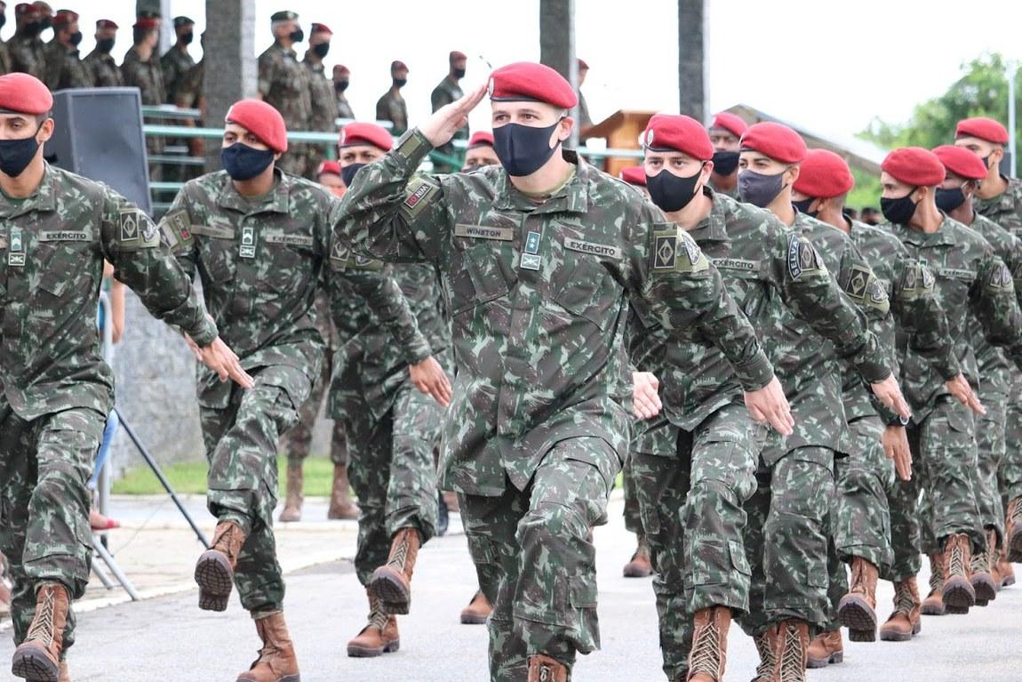 Militares brasileiros embarcam para a Operação Culminating nos Estados Unidos