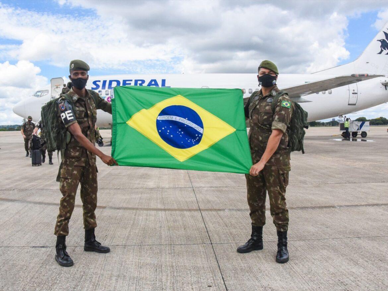 Militares do Comando Militar do Planalto que integraram Operação Acolhida desembarcam em Brasília