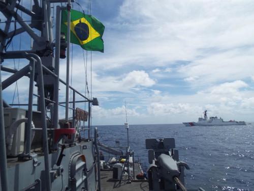 """Navio-Patrulha """"Guaíba"""" realiza """"Passex"""" com navio da Guarda-Costeira dos Estados Unidos"""