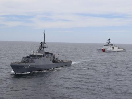 """Navio-Patrulha Oceânico """"Amazonas"""" realiza operação com Navio da Guarda Costeira dos EUA"""