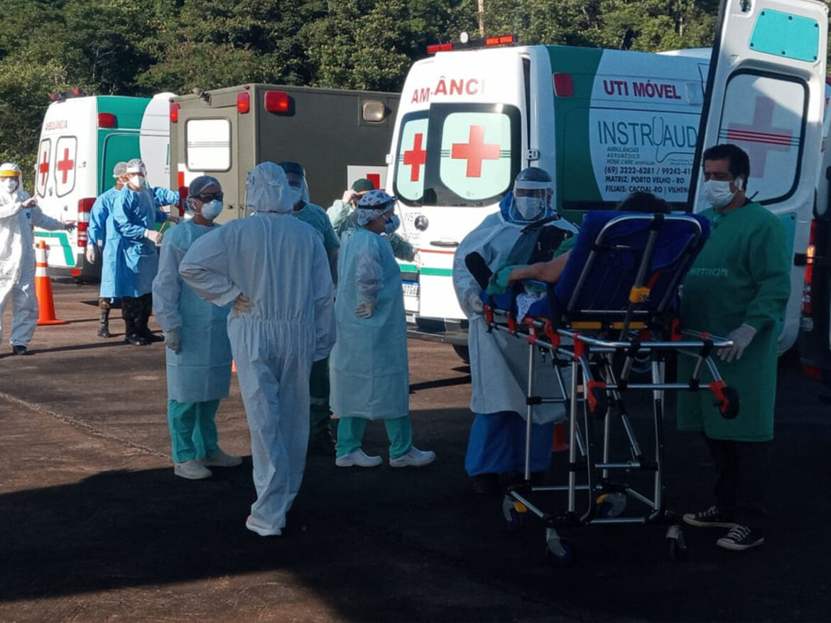 Exército auxilia transporte de 100 pacientes com covid-19 de Rondônia para outros estados #EBPreservandoVidas