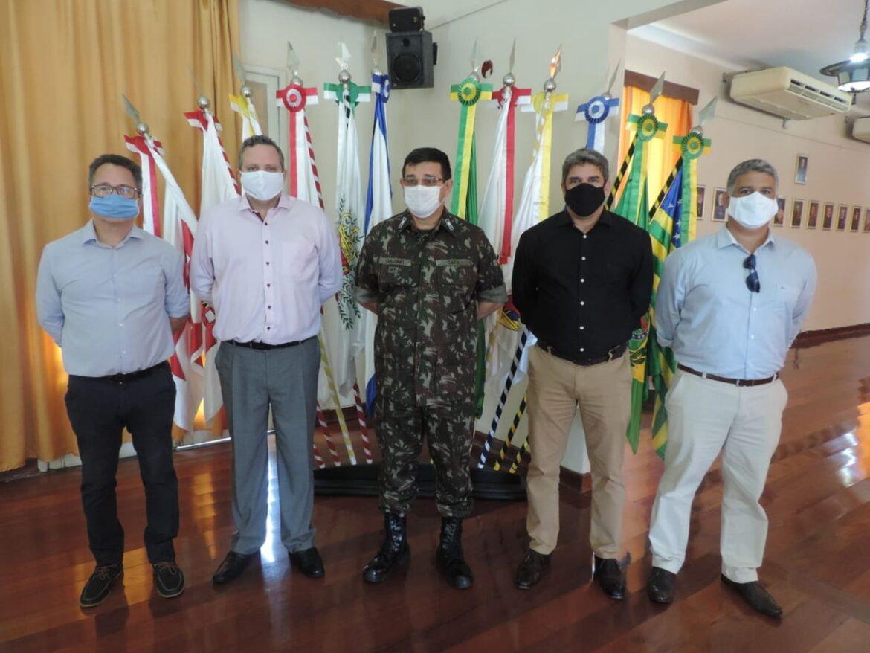 Centro de Avaliações do Exército recebe visita de presidente do INMETRO