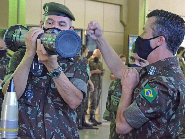 Chefe do Estado-Maior do Exército visita organizações militares do Sistema de Ciência, Tecnologia e Inovação