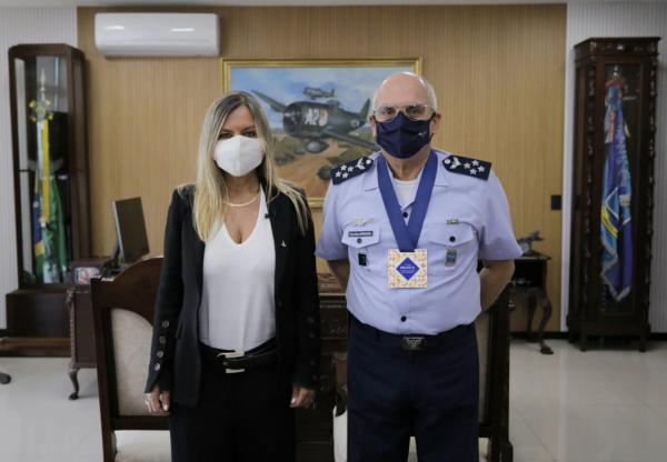 Comandante da Aeronáutica recebe menção honrosa da Secretaria de Turismo do DF