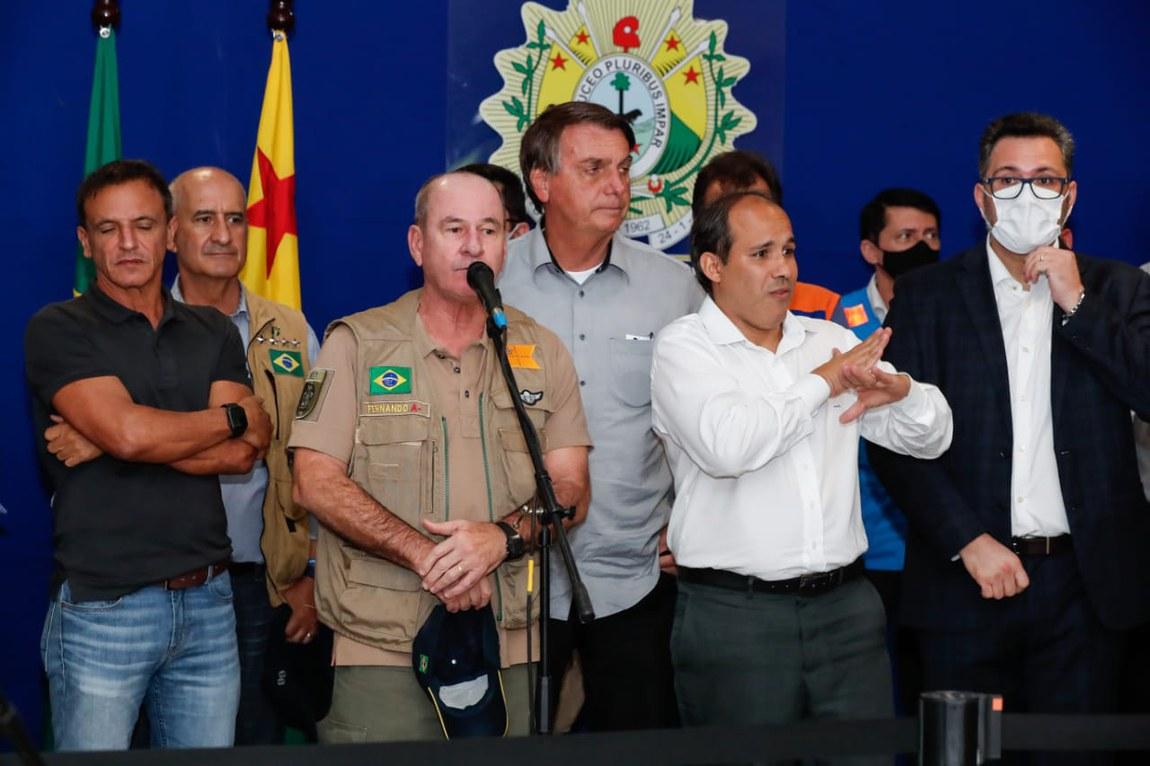 Ministro da Defesa acompanha Presidente Bolsonaro em sobrevoo a regiões alagadas no Acre