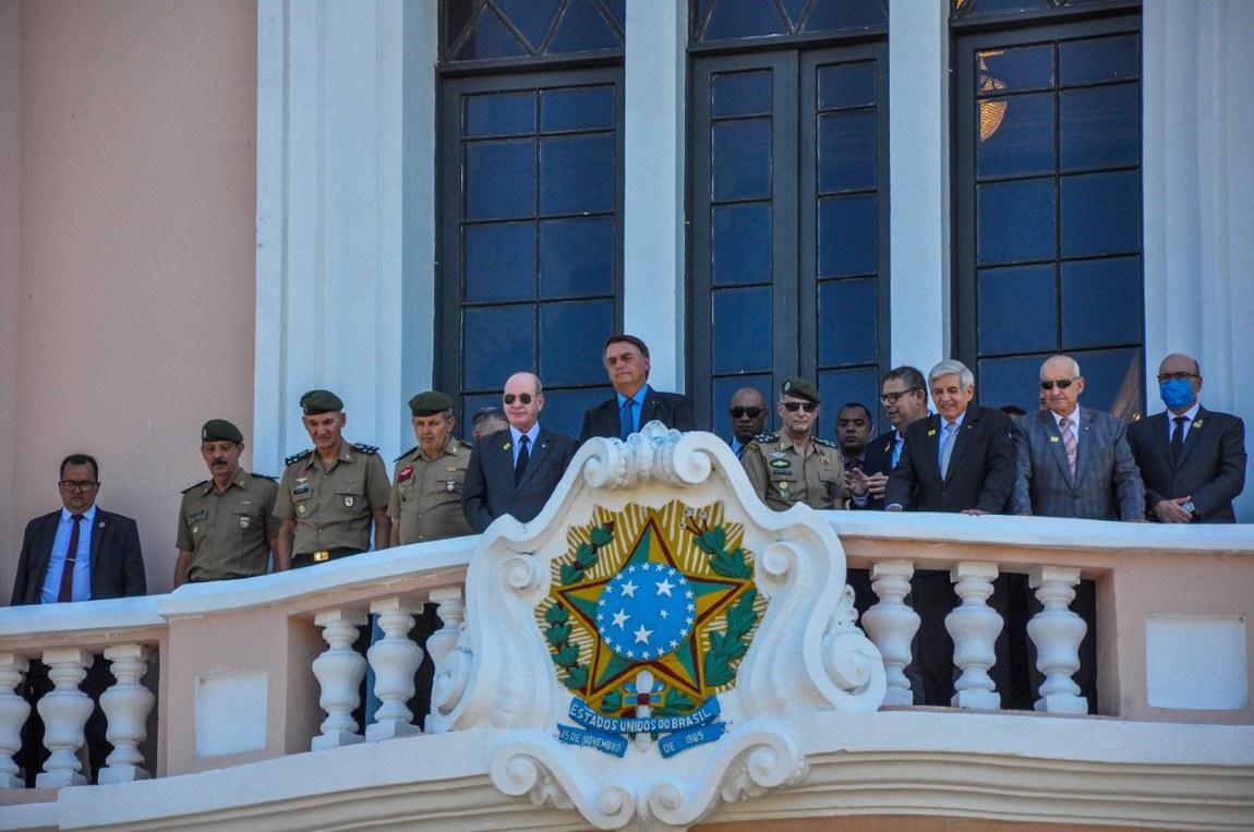 Ministro da Defesa prestigia ingresso de novos alunos na EsPCEx