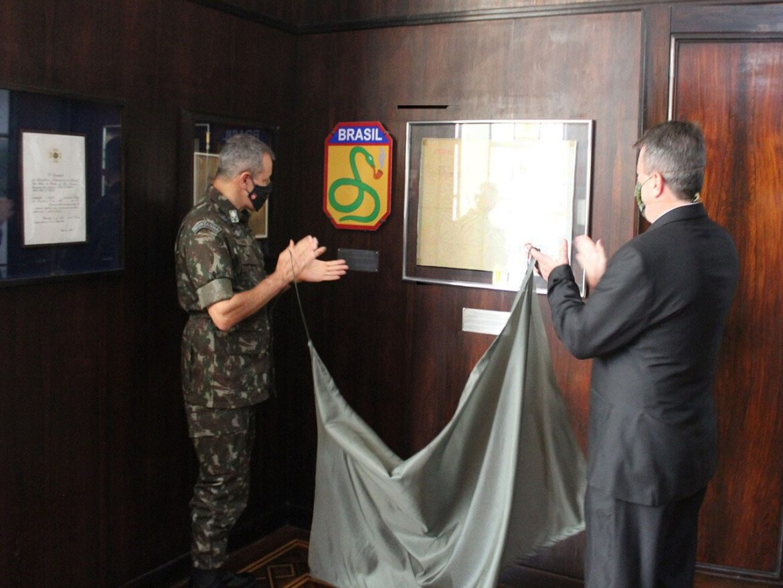 Original do esquema de ataque brasileiro na Segunda Guerra é entregue à Escola de Comando e Estado-Maior