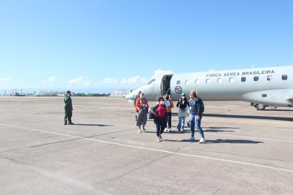 Pacientes oncológicos de Manaus são transferidos em aeronave da FAB