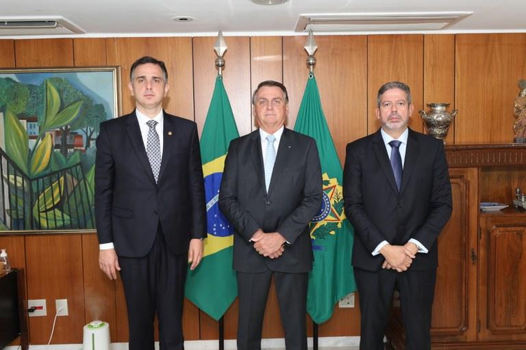 Presidente Bolsonaro se encontra com presidentes da Câmara e do Senado