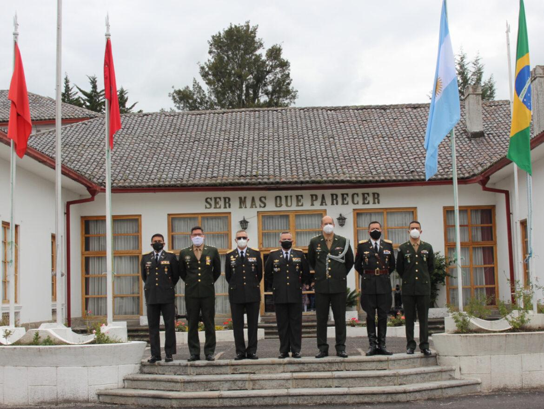 Cerimônia de passagem de função na Academia de Guerra do Exército do Equador
