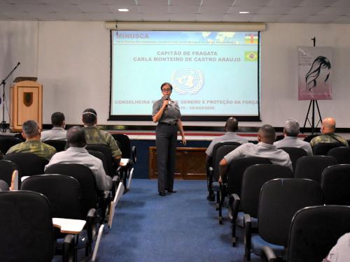 Centro de Instrução Almirante Alexandrino recebe defensora Militar da Igualdade de Gênero da ONU