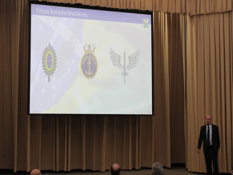 Ministério da Defesa realiza conferência na ECEME