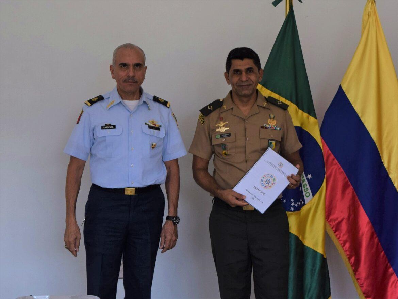 Em El Salvador, militares brasileiros em missão no País são recepcionados