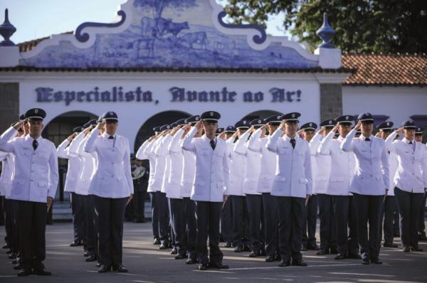 Escola de Especialistas de Aeronáutica completa 80 anos