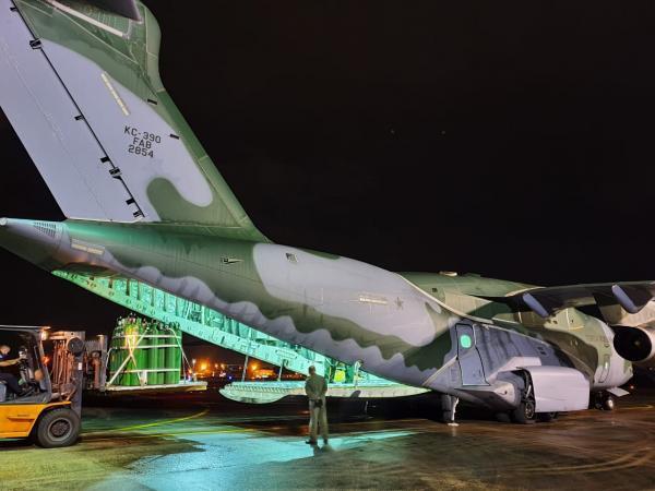 Forças Armadas transportam 19 toneladas de oxigênio para o estado do Amapá