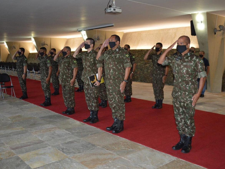 Integrantes do Monumento aos Pracinhas homenageiam heróis da Força Expedicionária Brasileira