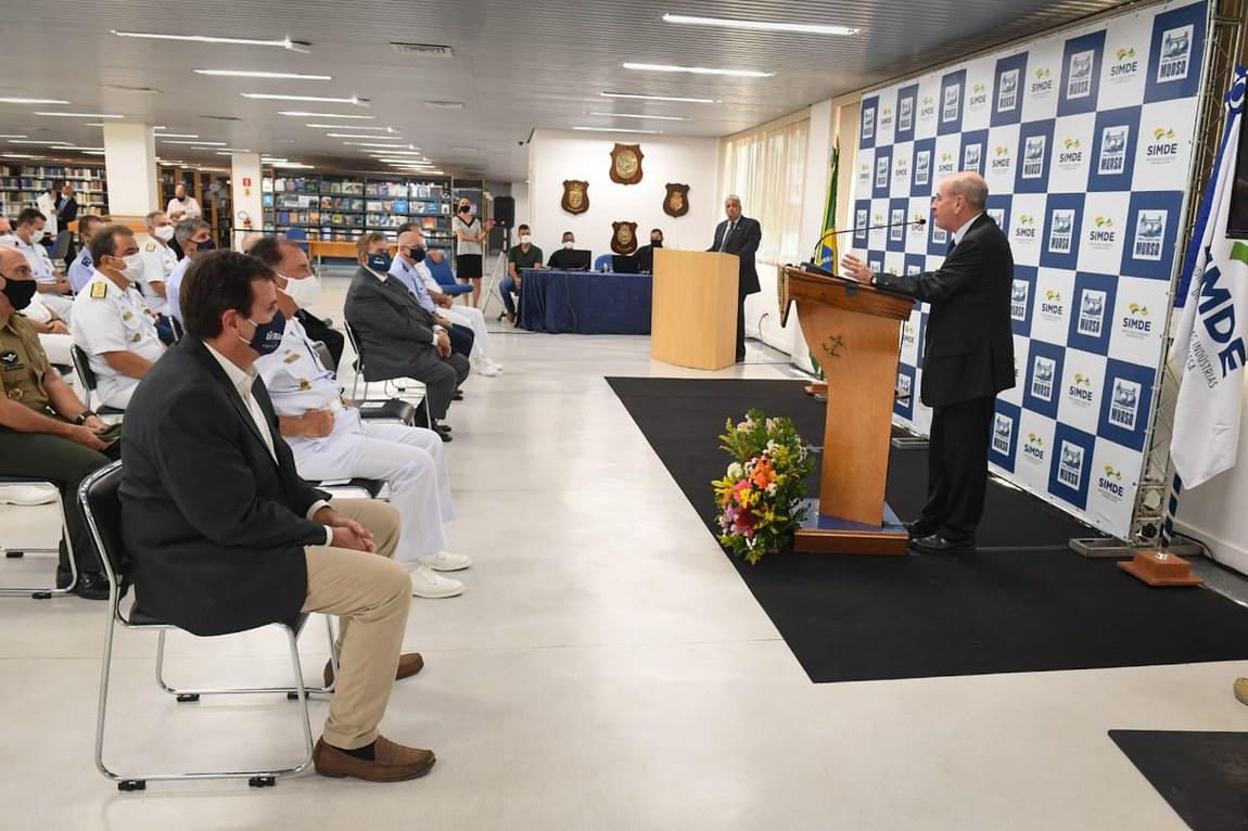 Ministro da Defesa recebe prêmio por fomentar a indústria de defesa brasileira