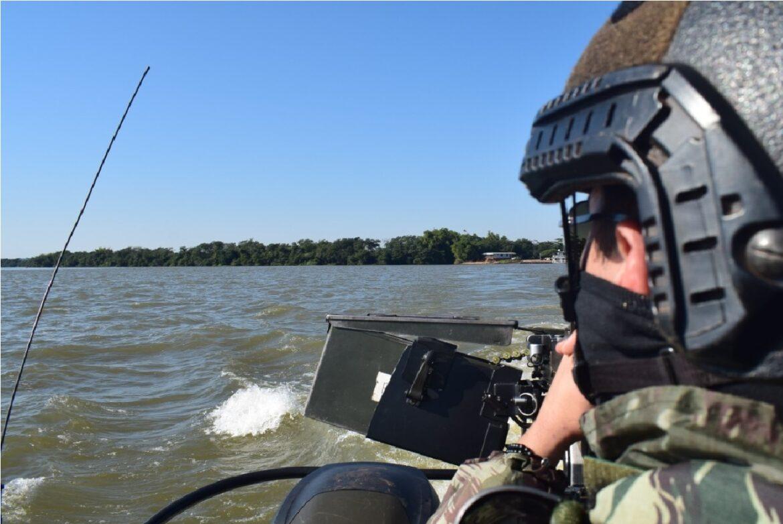 Operação na faixa de fronteira oeste do estado do Paraná apreende embarcação com produtos ilícitos