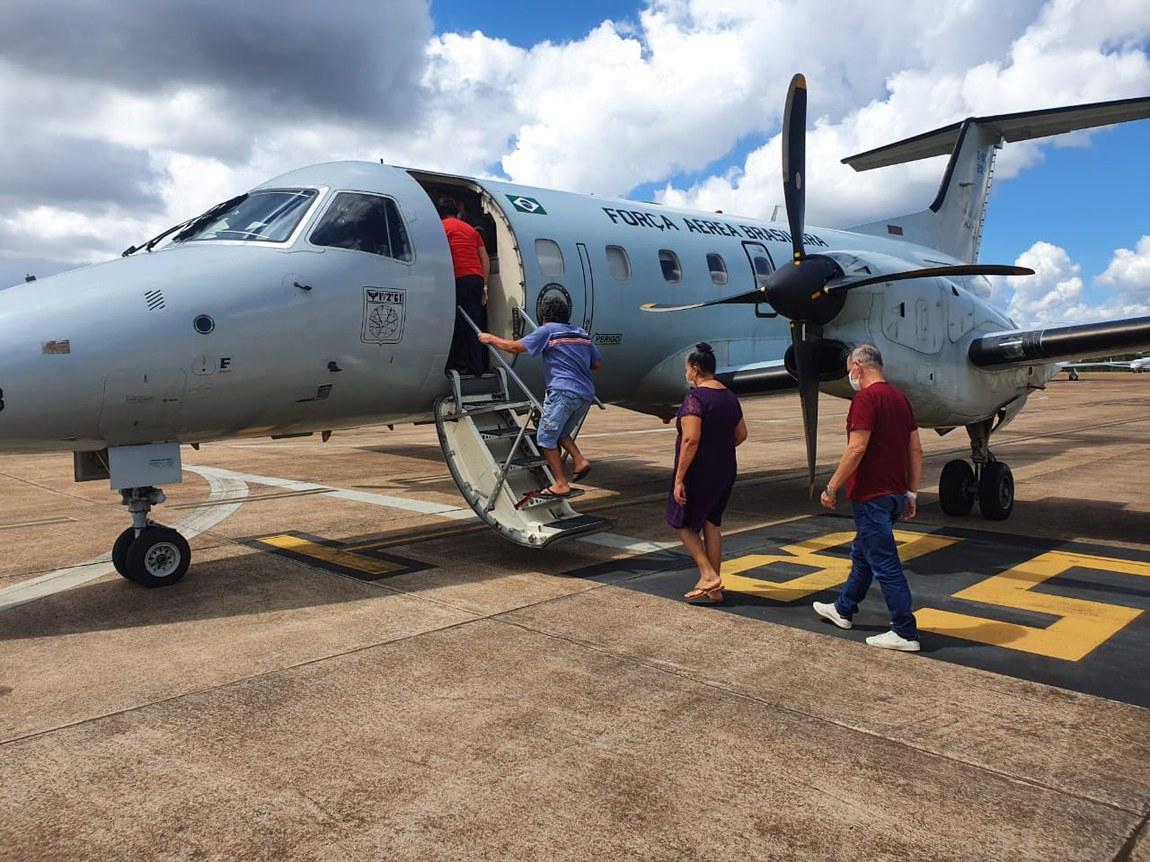 Pacientes curados da Covid-19 retornam a seus lares com apoio das Forças Armadas