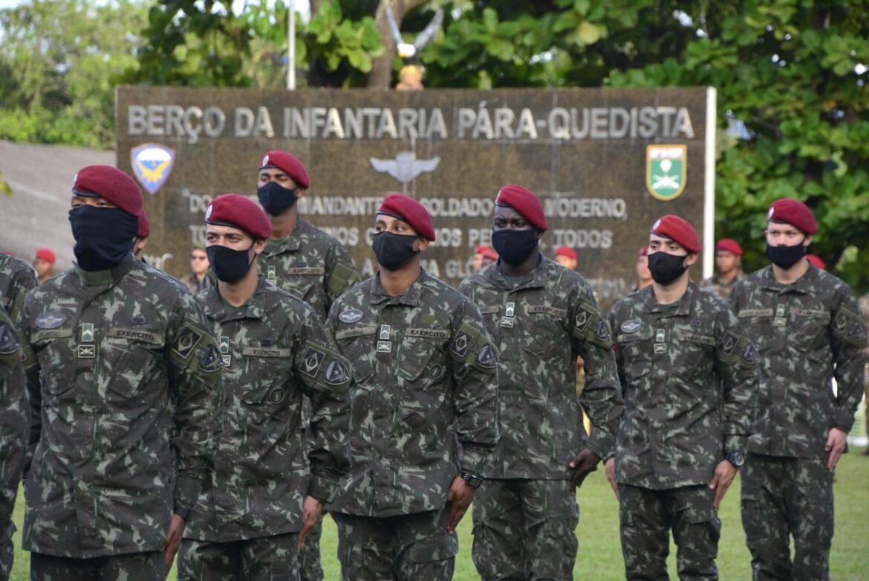 Tropa paraquedista retorna ao Brasil após exercício nos Estados Unidos