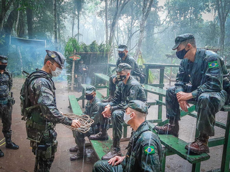 Batalhão realiza Estágio de Adaptação à Vida na Selva para militares da Marinha do Brasil