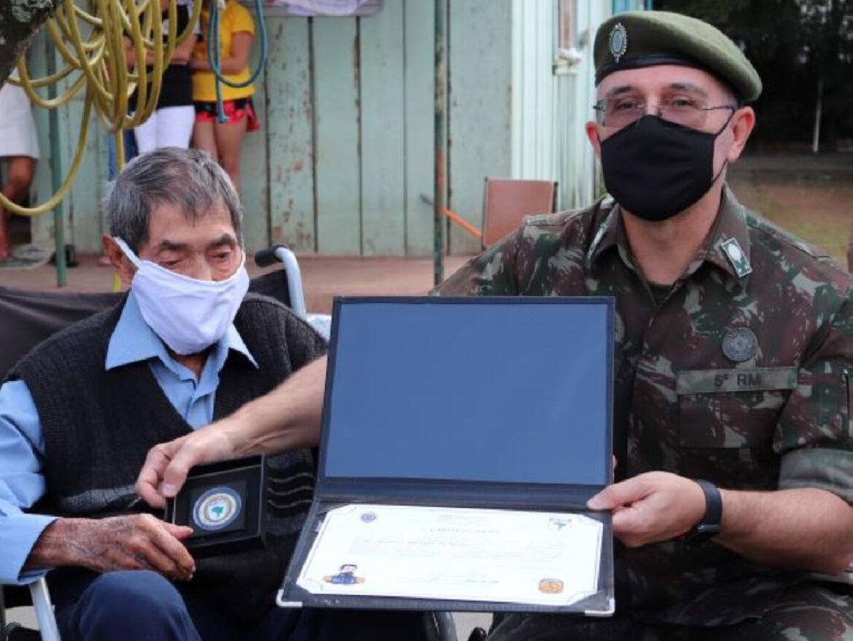 Herói da FEB completa 98 anos e recebe homenagem do Exército
