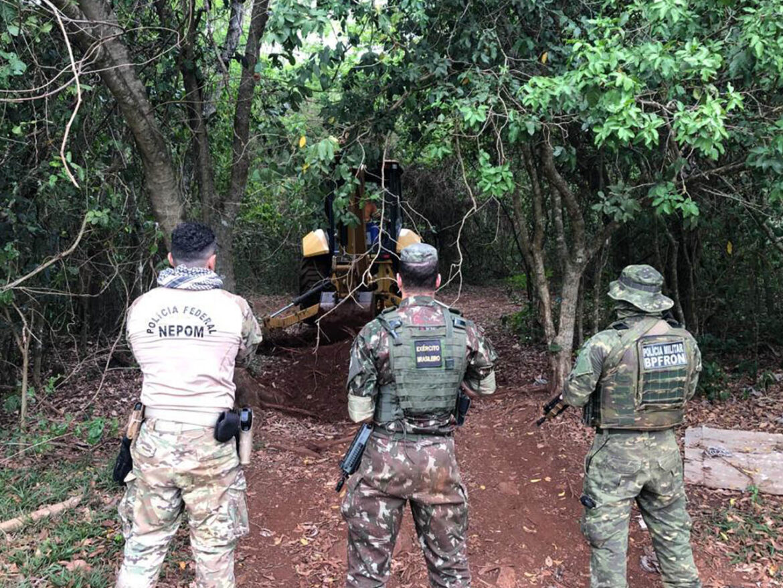 Exército participa de operação de combate a crimes transfronteiriços com destruição de portos clandestinos